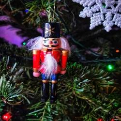 • ~ Joyeux Noël ~ • . Je vous souhaite à tous un merveilleux Noël 🎄✨  . Ce soir je sais que beaucoup d'entre vous vont déballer ou offrir une de mes créations et cela me rend tellement heureuse si vous saviez 🙏  . Merci infinement pour la confiance que vous m'avez accordée et merci d'avoir rendu ce Noël si magique ✨  . Profitez bien de ces moments de joie et de lumière après cette année si sombre. Prenez bien soin de vous et de vos proches ❤  . Passer de belles fêtes 🌟 A très vite Cy 🌙 . . . #noel2020 #noel #christmas2020 #christmasdecor #christmasmagic #christmas #grateful #gratitude #partage #love