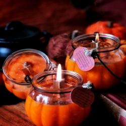🕯Bougies Ensorcelées 🕯   Il est temps de laisser l'automne et sa magie s'inviter chez vous.. 🍁   Des saveurs douces, sucrées etfamillières🕯  Sirop d'érable , pomme cannelle, café caramel et citrouille épicée ☕🍁   Le crépitement des mèches bois pour le coté cozy et un peu de magie.. 🔮   Je vous ai préparé de nouvelles bougies naturelles pour lundi 🍁 Les chaudrons de Salem et les citrouilles ensorcelées 🎃  En cire de soja sans ogm, parfums naturels et des mèches en bois pour leurs crépitement doux 🔥 Et comme toujours elles protègent en leurs cœurs une pierre naturelle à découvrir 🧡   Disponibles lundi à 20h pour la sortie de la collection ~ Magie Et Secrets D'Automne ~ à 20h 🍁🔮🎃   #cybijoux#autumn #automne #pumpkin #pumpkins #citrouilles #samhain #halloween #fall#candle  #naturalcandles #fallinlove  #autumnvibes #leaves #witchy #witchyvibes #bougies #bougiesnaturelles #deco #home #autmnlovers #autumnleaves