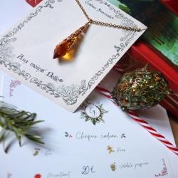 • ~ Concours ~ • . À l'approche de Noël, dans leurs ateliers de magie elles travaillaient en secret..🎄 Pour fêter cette nuit la plus longue de l'année, elles ont récoltées un peu de magie de Noël et souhaite vous la confier précieusement..🌟 . En cette période de fêtes et de partage nous avons voulu avec ma douce amie @auxmainsdelfe vous offrir un peu de magie et vous remercier pour cette année incroyable ❤ . Nous lançons donc ce joli concours ensemble pour vous offrir :  . 🎅 Une magnifique ~ Larme D'Arwen ~ , cristal de Swarovski orangée magnifique montée sur une chaîne dorée par @auxmainsdelfe 🎅 Un ~ Gardien de Noël ~ sapin, pierres de citrine et ses étoiles pailletées  🎅 Un chèque cadeau de 20e valable un an sur la boutique  . Pour participer : . 🎄 Être abonné à nos deux compte 🎄 Inviter des ami(e)s en commentaire a qui vous aimeriez faire découvrir notre travail  🎄 Partager cette publication en story en nous mentionnant toutes les deux . Le ou la gagnante sera annoncé en story samedi prochain 🙏 . Nous vous souhaitons de merveilleuses fêtes 🌟 . Merci pour vos participations et bonne chance à tous 🌟 @auxmainsdelfe @cy_bijoux . Cy 🌙 . . . #cybijoux #auxmainsdelfe #friends #hapiness #grateful #giveaway #creatricefrancaise #artisanatfrancais #present #love #noel2020 #noël #christmastree #christmas #christmas2020 #winter #hiver #december #merci #thanks #bleu